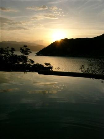 Six Senses Ninh Van Bay: Sunset from the Villa pool