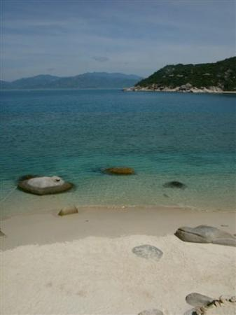 Six Senses Ninh Van Bay: The water is clear and the beach is clean