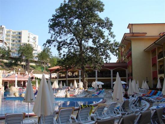 Grifid Hotels Club Hotel Bolero: lower pool 9h30