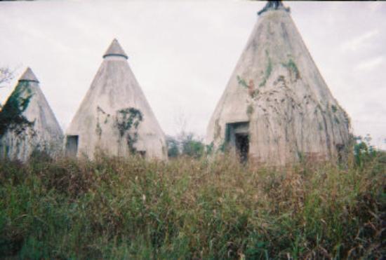 Tee Pee Motel & RV Park: Tee Pee Motel - before restoration