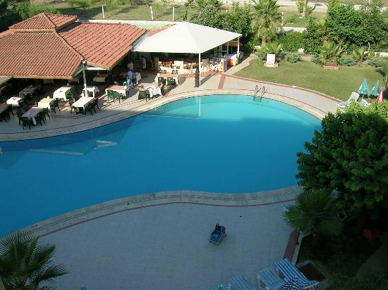 Lemas Suite Hotel: Pool and bar