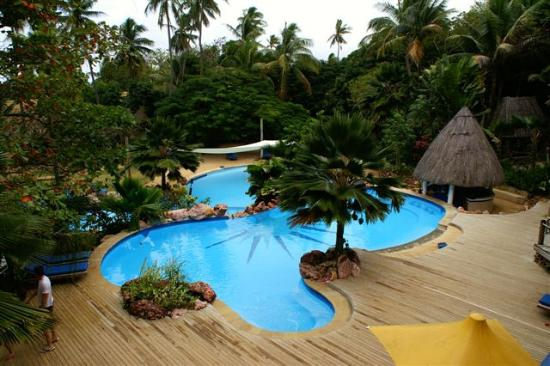 Malolo Island Resort: Adults' pool (kids' pool in background)
