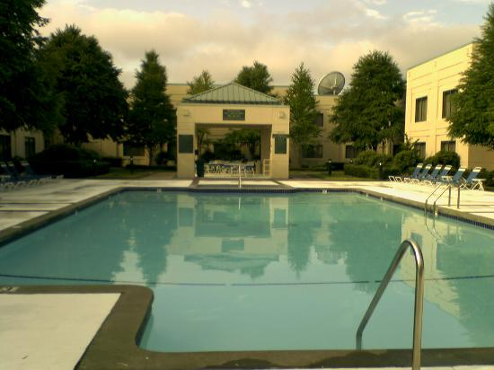 Country Inn & Suites By Carlson, Bothell: Pool/courtyard at the Country Inn & Suites Bothell