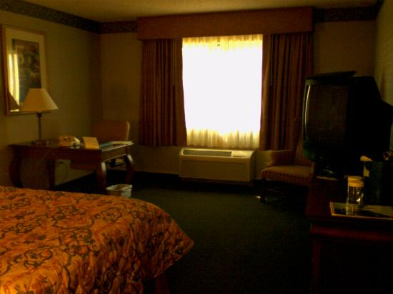 Country Inn & Suites By Carlson, Bothell: Dark room at the Country Inn & Suites Bothell