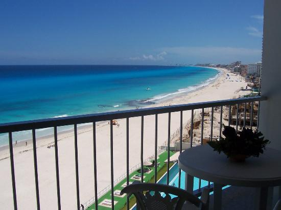 Girasol Condo Hotel : The view every morning from our balcony!