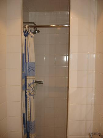 Thanet Hotel: Miniature shower