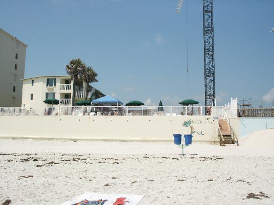 Atlantic Ocean Palm Inn: View of motel from the ocean