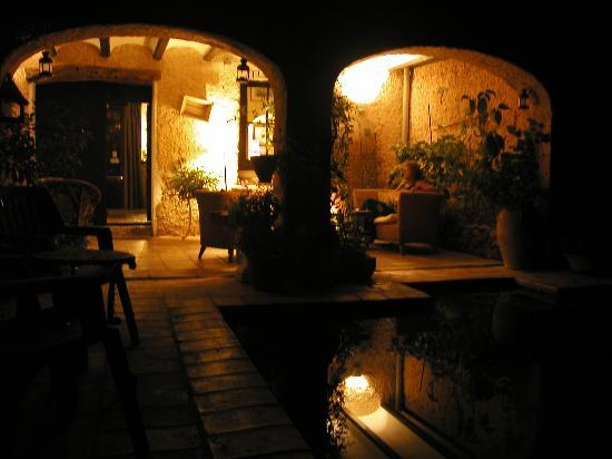 La  Casa Vieja: Pool at night