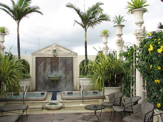 Hotel Grano de Oro San Jose: The rooftop with hot tubs and garden