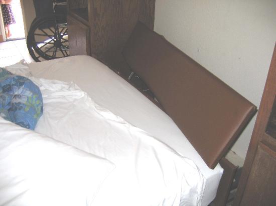 Seaport Village Inn: Murphy bed