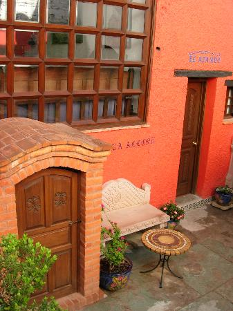 La Casa Azul: From the courtyard, you can enter an underground crypt!