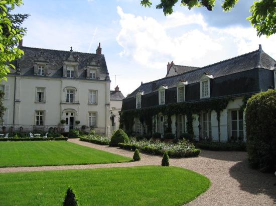 Hotel le Clos d'Amboise : the Chateu's grounds