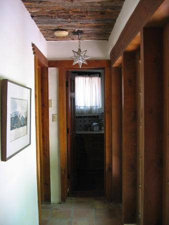 Dunshee's Casita: Hallway from the living/dining area to the bath/bedroom area.