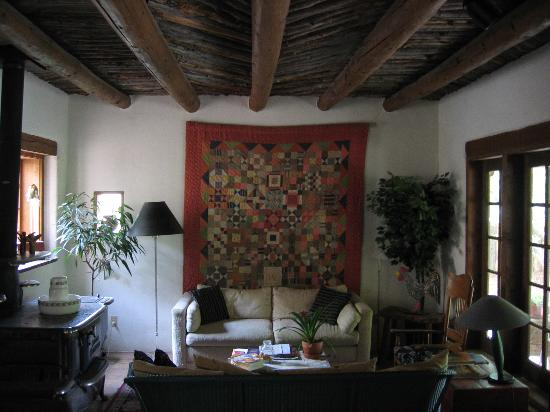Dunshee's Casita: Quilt/wall hanging in the living area.