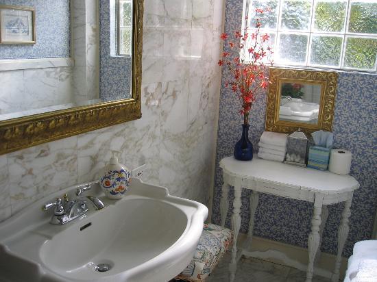 La Casita Del Sol: La Encantada's bathroom.