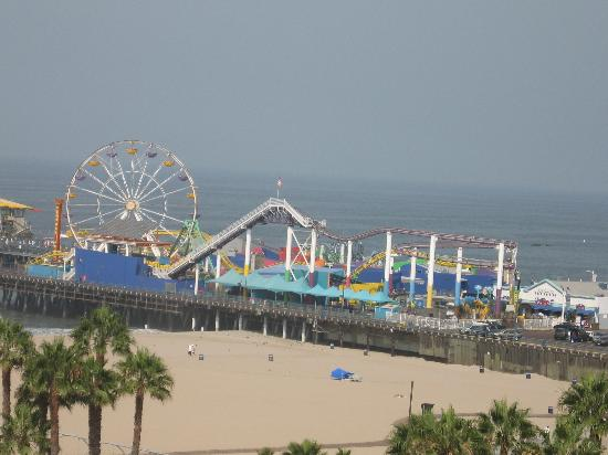 Loews Santa Monica Beach Hotel: Close to the only pier amusement park left in California