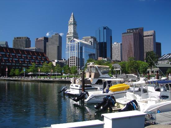 Boston Yacht Haven Inn & Marina: The view from the Boston Yacht Haven.
