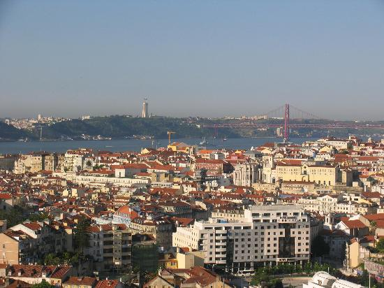Albergaria Senhora Do Monte: Another beautiful view of Lisbon from our room