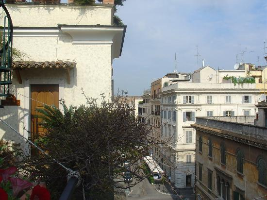 Celio Hotel: looking out over Rome to Colliseum