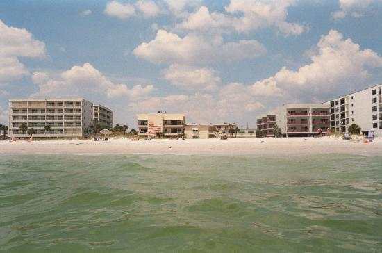 Surf Song Resort: Looking from the Beach