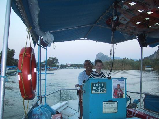 Dalyan, Turkije: Captain Osman and Second Mate Theo