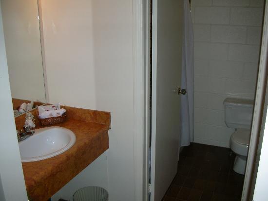 Auberge Motel Le Pigeonnier: bathroom