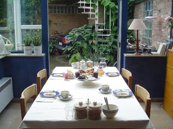 Absoluut Verhulst: The breakfast table - heavenly