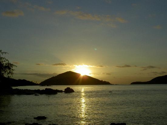 Navutu Stars Fiji Hotel & Resort: sun setting behind Goat island