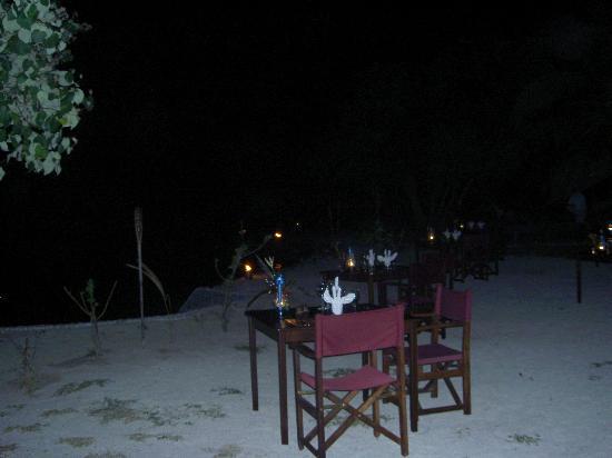 Navutu Stars Fiji Hotel & Resort: dinner on the beach for a lovo
