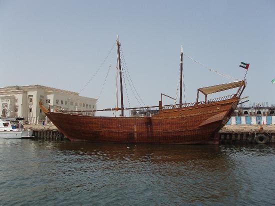 Ajman, De Forenede Arabiske Emirater: Dhow, Sharjah