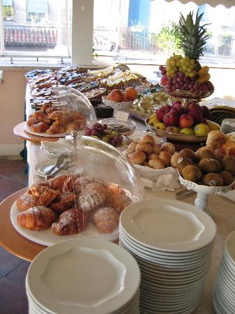 Villa Morgagni: We started each day with this delicious breakfast