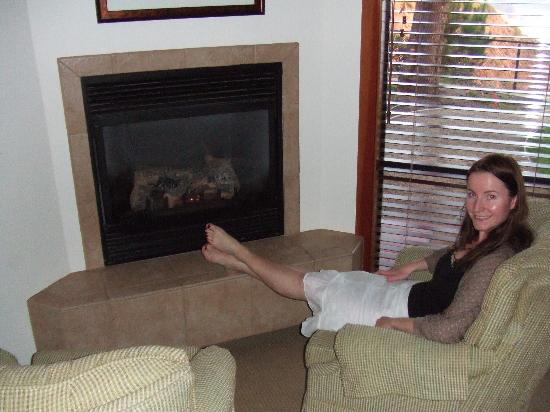 Ragged Point Inn and Resort: The Fireplace