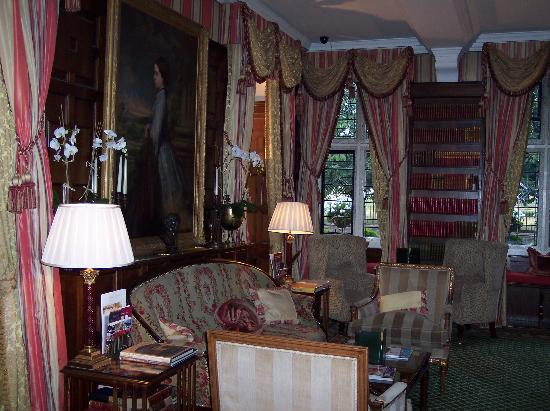 The Milestone Hotel: Sitting room (afternoon tea served here)