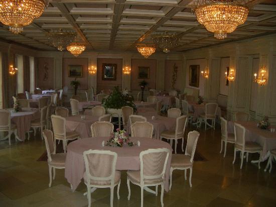 Hotel Schloss Dürnstein: indoor dining room