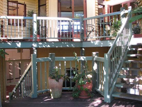 Maleny Hideaway: Front stairs