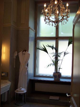 Hotel Imperial Vienna : Elisabeth Bathroom