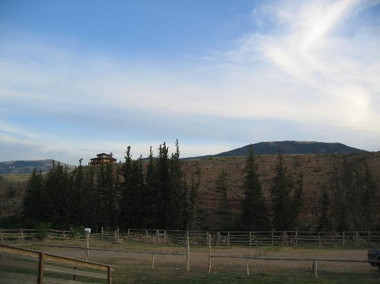‪‪Rocky Mountain Lodge‬: View from motel deck‬