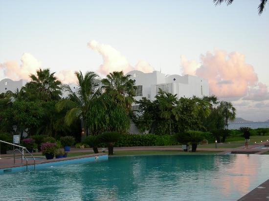 كيوزين آرت جولف ريزورت آند سبا: Evening At The Pool