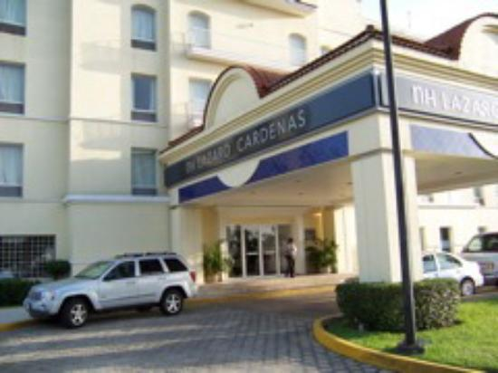 Baymont Inn & Suites Lazaro Cardenas: Front Exterior of hotel