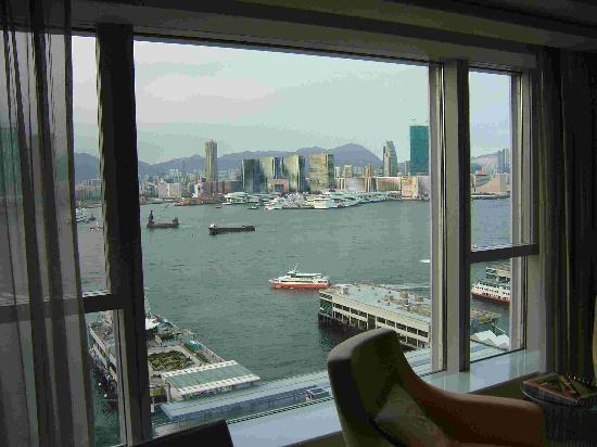 Four Seasons Hotel Hong Kong: Room view.