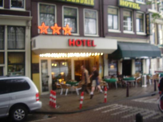 Hotel Prins Hendrik: Picture of outside hotel