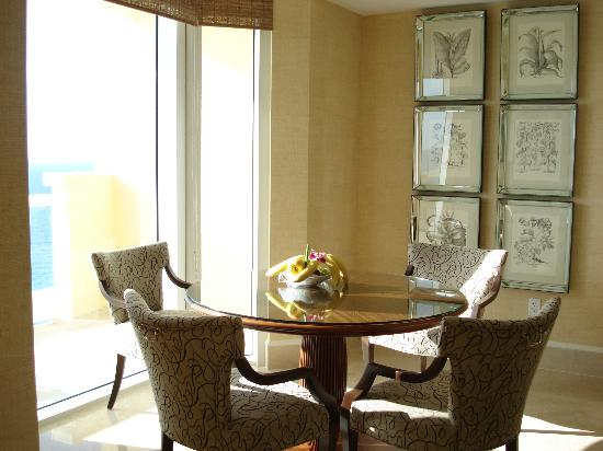 Acqualina Resort & Spa on the Beach: Dinning room overlooking the ocean