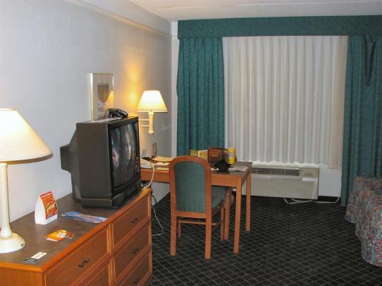 La Quinta Inn & Suites Lakeland West: Room - Desk Area