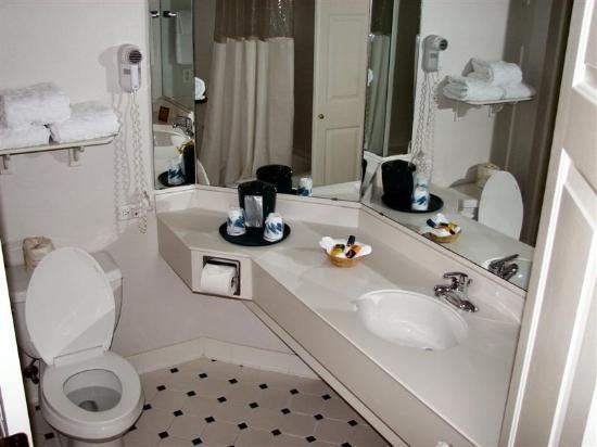 La Quinta Inn & Suites Lakeland West: Bathroom