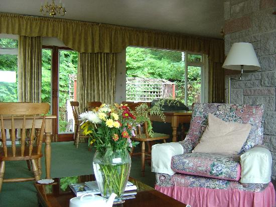 The Braes Guest House: The lounge/dining area