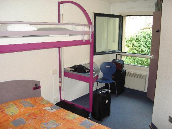 Ibis Budget Blois Centre: Pequeña habitación