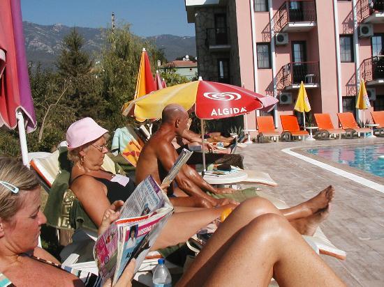 Ozturk Hotel Hisaronu: poolside