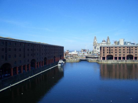 Holiday Inn Express Liverpool-Albert Dock: View of Albert Dock from room