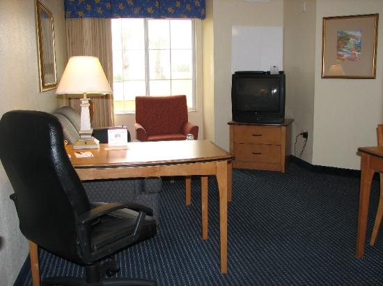 Residence Inn San Diego Mission Valley: Residence Inn - Living Room