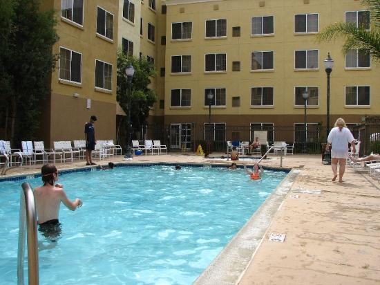 Residence Inn San Diego Mission Valley: Residence Inn - Pool Area